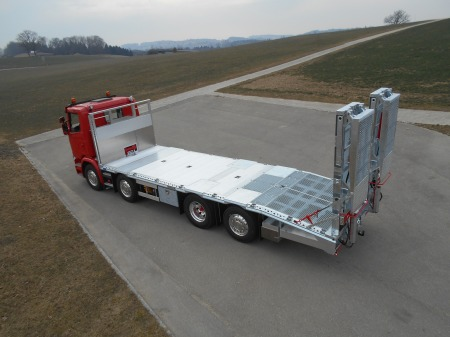 Image Construction d'une structure Zbinden sur Scania pour transport de machines